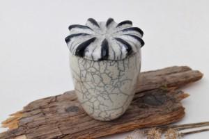 Dose Mohnkapsel aus Raku Keramik
