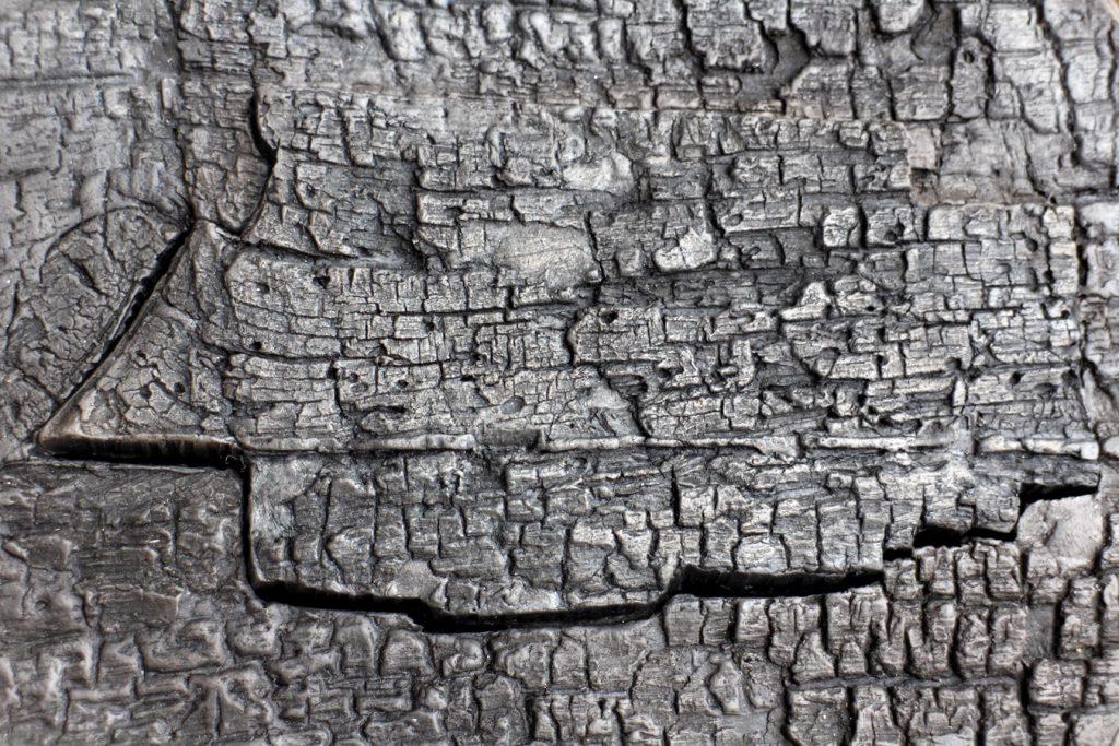 Holzstrukturen in Raku Keramik