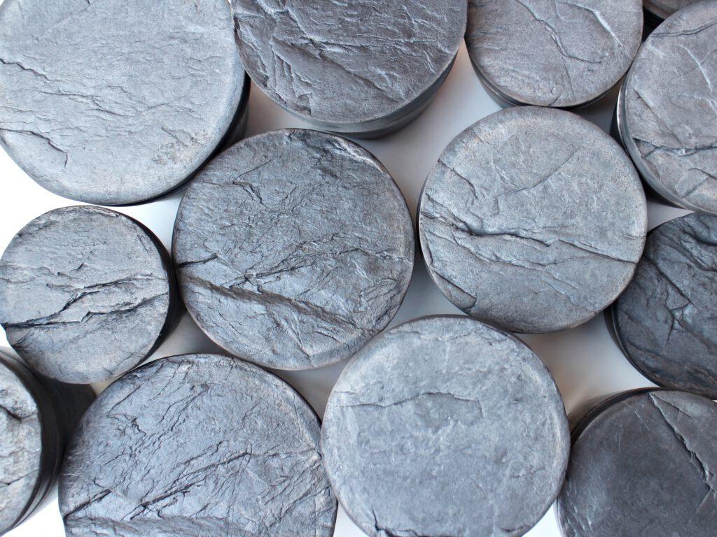 Raku Keramik Dosen mit Steinstruktur