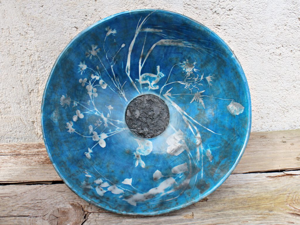Hasen, Cyanotypie auf Naked Raku Keramik