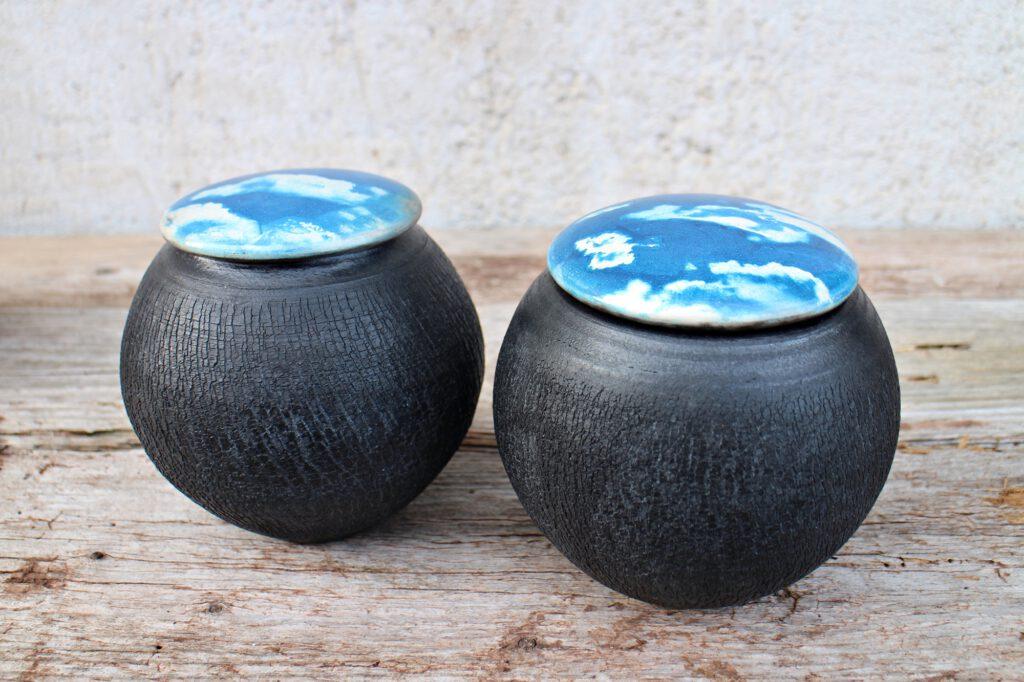 Himmel und Erde, Raku Keramik mit Cyanotypie